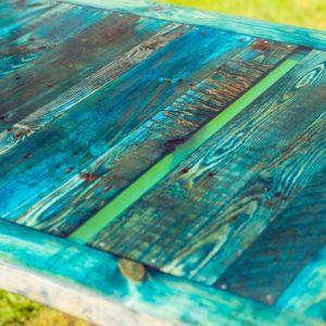Langer Esstisch BLAU aus Balkontür, Brettern und himmelblauem Epoxidharz mit Stahlbeinen Square Upcycling