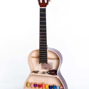 Wandregal für Kleinigkeiten aus akustischer Gitarre  Square Upcycling