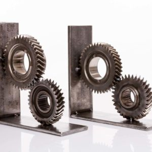 Industrial bookend made of of a gear rack and pieces of thick steel sheet Square Upcycling