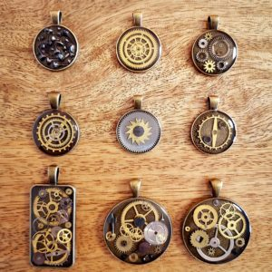 Upcycled steampunk pendants made of gears from old watches and epoxy resin Square Upcycling