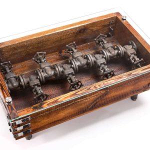 Upcycling-Tisch aus Altholz und hydraulischer Elemente Steampunk Square Upcycling