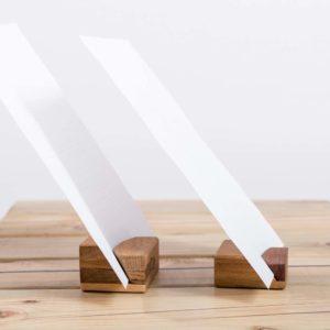 Upcyclingowa drewniana podstawka pod kartkę